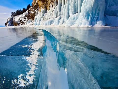 まさにバイカル湖の冬はファンタジー! 大自然が織りなす氷の絶景