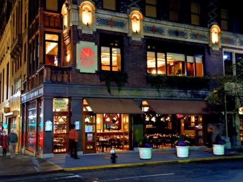 6000冊の本に囲まれたマンハッタンのホテル! ニューヨークの「Library Hotel」