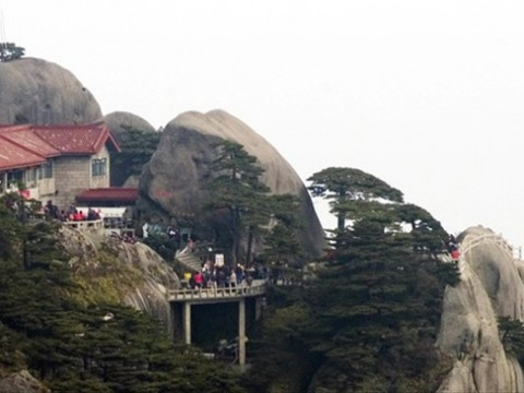 黄山の山頂に建てられたホテルが凄い! 中国の「Jade Screen Tower Hotel」