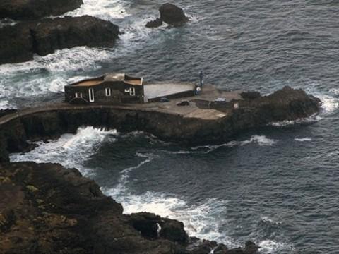 小さな岸壁に小さなホテル! スペインの「Hotel Punta Grande」