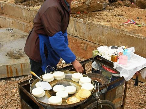 中国では通勤時に屋台で朝食を食べます! ランチの弁当も買います