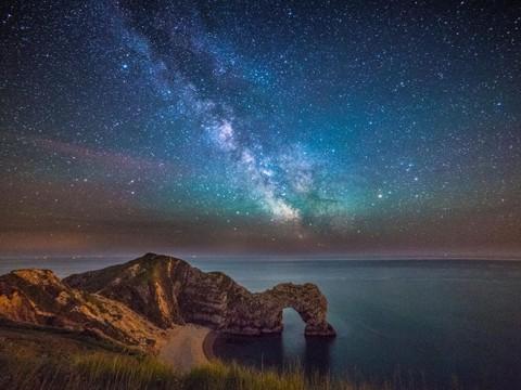 世にもファンタジーな世界遺産の星空が絶景すぎる! 泳げる世界遺産としても有名なダードルドア