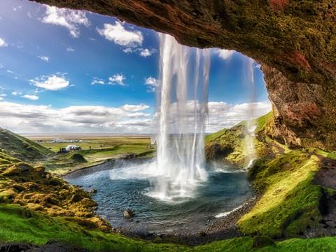 まるでファンタジー小説の世界! 世界でナンバーワンの絶景すぎる滝セリャラントスフォス