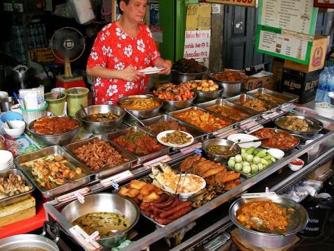 タイのオカズ食堂は選びすぎるとレストラン並みに高くなる