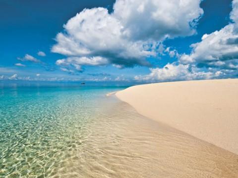 ザンジバル諸島ヌングイのビーチが絶景すぎる! 世界で最も青い空と白いビーチ