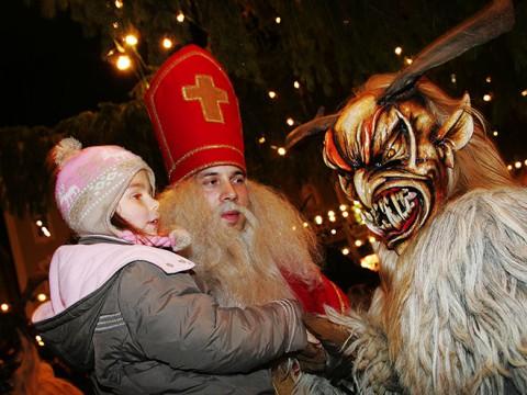 ヨーロッパ版なまはげ祭り『クランプス』が怖い! 悪い子供と女性に罰を与える悪魔
