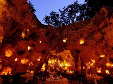 全世界からファンタジーを求めて女子が集まるアリババ洞窟レストランが大人気