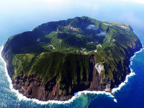 日本人も知らない東京の絶景!ファンタステックな青ヶ島