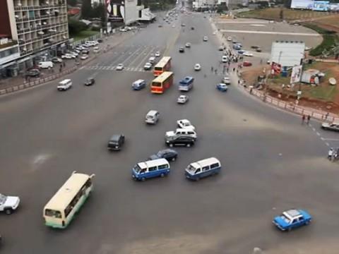 信号が無い交差点が不思議!どんなに自動車が多くても絶対に事故が起きない