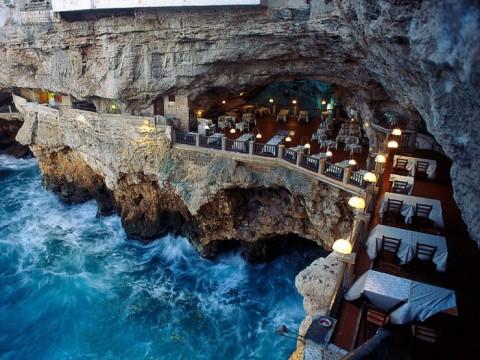 ミステリアスな絶景レストラン!まるでファンタジー世界の魔法の洞窟