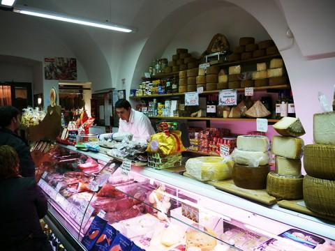 イタリアやフランスでは「パンとハムを買って食べる」のがいちばん美味しい