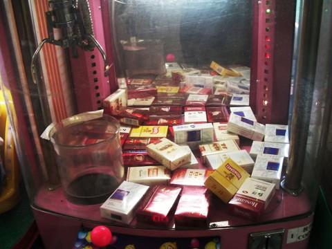 中国の子ども向けUFOキャッチャーの景品がタバコだった