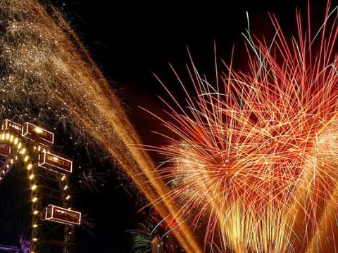 ウィーンの大晦日が盛大すぎてステキ! 夜空で輝く花火が美しすぎる