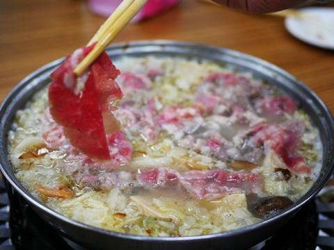 台湾に行ったら一度は食べておきたい酸っぱい鍋料理『酸菜白肉鍋』が絶品