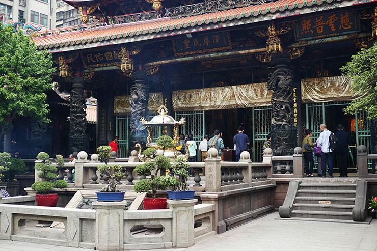 mengjia-longshan-temple2