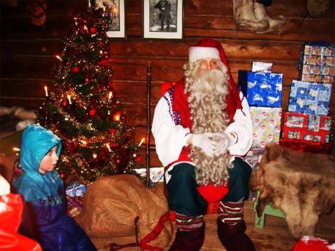 フィンランドはクリスマスの聖地 / 本物のサンタクロースに会える国