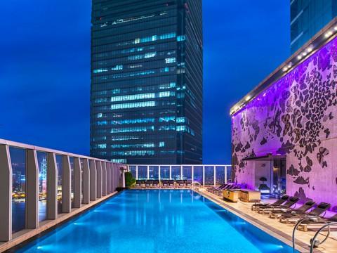 地上76階の絶景プールがすごい! 最先端の香港『Wホテル』に泊まるべき7つの理由