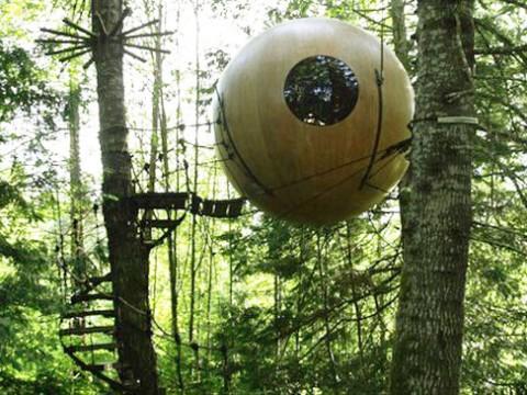 まるで森に不時着した宇宙船!? 不思議な球体ホテルに泊まる / Free Spirit Spheres