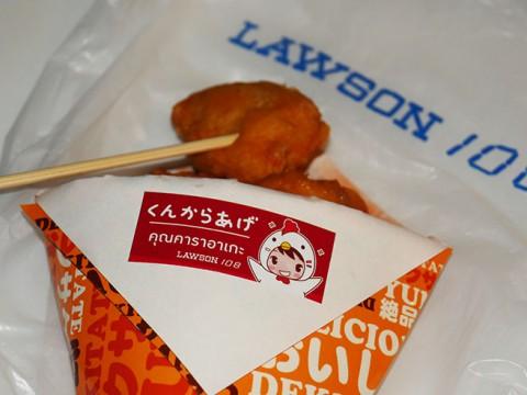 ローソンの『からあげクン』が『くんからあげ』になって売られている国タイ