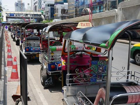 タイの「ビザなし1年90日ルール」について