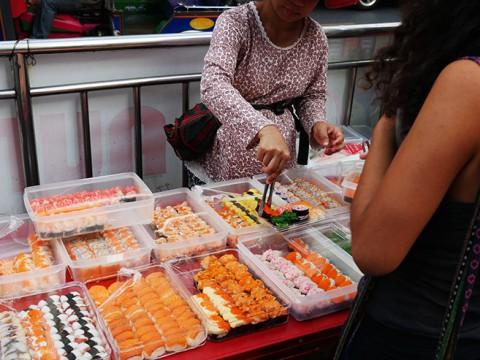 タイでは屋台の寿司屋が大人気 / 猛暑でも常温保存OK?