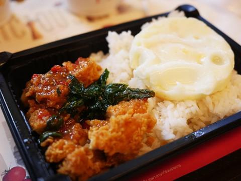 タイのマクドナルドでは「からあげ定食」が食べられる
