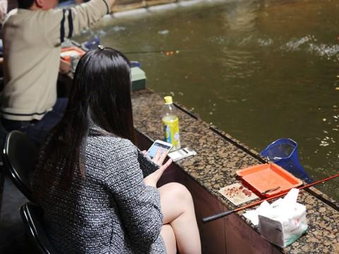 台湾でエビの釣堀を体験! 老若男女が楽しむ国民的エンターテインメント
