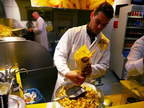 アムステルダムでフライドポテトを食べる幸せ / 美しき街で本場オランダの味