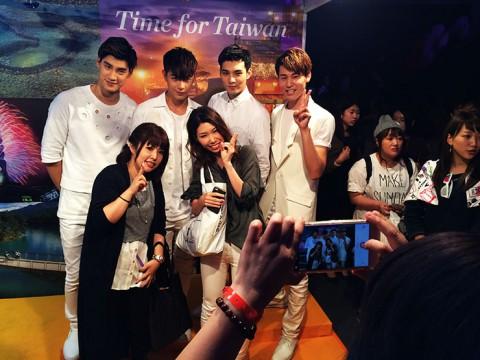 東京ガールズコレクションに台湾観光局が参戦 / 台湾イケメンとの記念撮影に長蛇の列