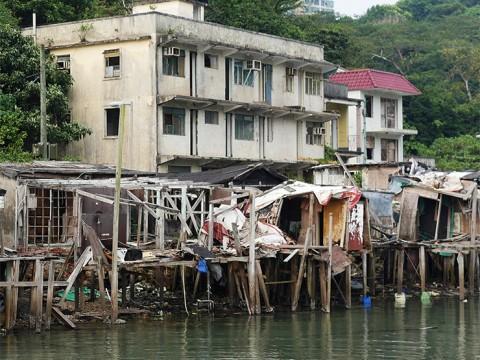アジアの中枢・香港の知られざる廃村「馬灣大街旧村」が凄い / 大都市の陰と陽