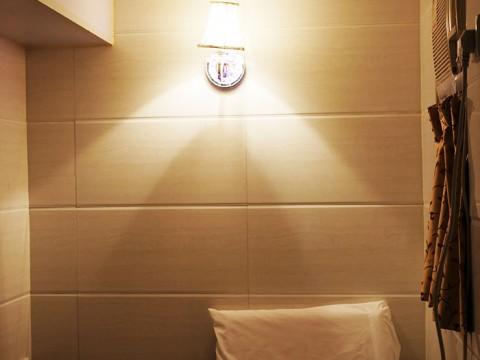 刑務所よりも狭い香港の激安ホテルに泊まってみた / 重慶大厦(チョンキンマンション)