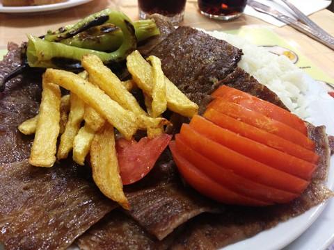 トルコで本格的なケバブを食べたいならドネルライスを推奨 / とことん肉を堪能