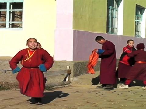モンゴルの寺院に行ってみよう / 壮大な大地でチベット仏教を垣間見る