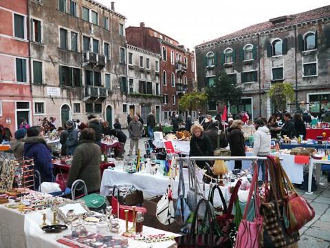 ヴェネチアは意外にも広場が多い / 水の都の陸地も楽しい観光スポット