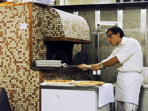 イタリアの食堂では「職人が抜ける」と死活問題 / その店は終わる