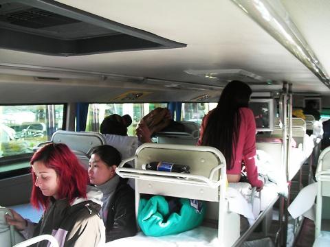 モンゴル国境から北京まで寝台バスの旅をしてみよう / 広大な砂漠と荒野