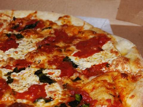 【激ウマ】ニューヨーカーが絶賛するニューヨークスタイルじゃないピザ / ゴッサムピザを食べよ!