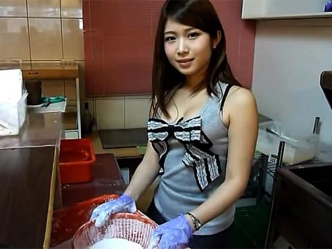 台湾女子が「唐揚げを作る動画」が日本人男子に大人気 / 唐揚げよりも女子に注目が集まる