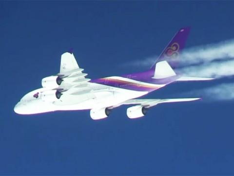 【奇跡】ANAお別れフライト中に「タイ国際航空A380」がサプライズ登場 / 世界中が絶賛「幻想的だ素晴らしい」