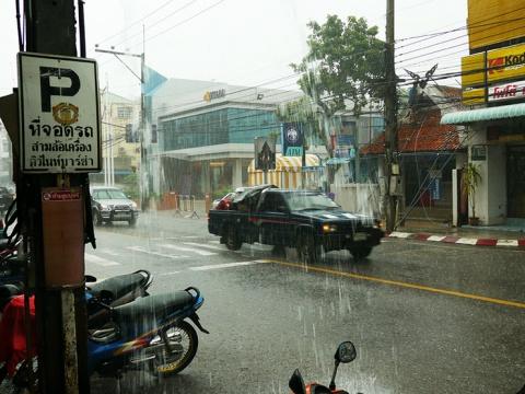 【タイ旅行】はじめてのタイランドで驚くことシリーズ / 大雨が凄すぎる