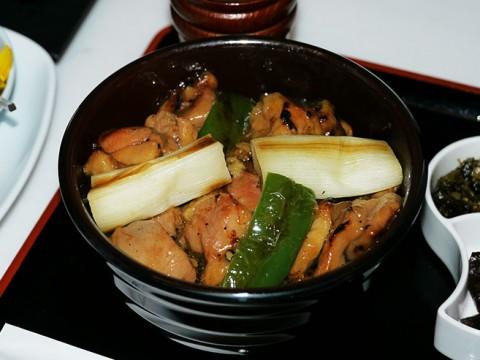 ANA SUITE LOUNGEの「焼き鳥丼」が激ウマすぎて伝説化 / 一生に一度は食べてみたい