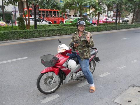 【必見】タイ旅行で体験したバイク版「UBER」(ウーバー)が本気で便利すぎる件 / バイクタクシーより激安で安心