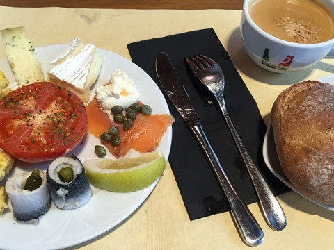 【食べて検証】スイスの四つ星ホテル「Helmhaus」の朝食は美味しいのか?
