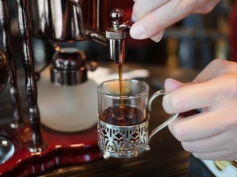 象のフンから作った超高級コーヒーを飲んでみよう / タイでしか作られていない希少なプレミアムコーヒー