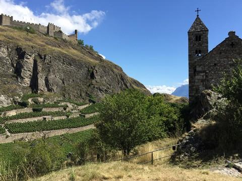 【絶景】そこにいる自分が嘘みたい / スイス・シオンを見下ろせる丘の上の古城