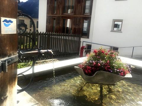 スイスのアルプスで天然水を滝で飲んでみた結果 / つめた~い注ぎたてのミネラルウォーター
