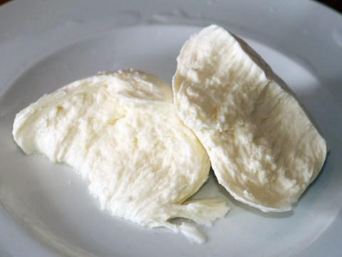 フランス旅行をするならスーパーで100円モッツァレラチーズを買いましょう