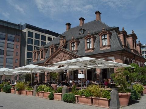 【現地取材】280年前は市軍隊と監獄の拠点 / フランクフルトで最も歴史あるカフェへ行ってみた