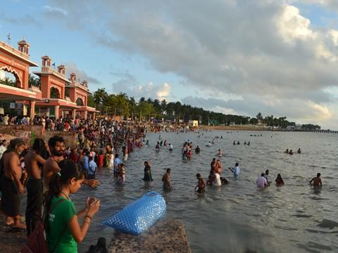【現地取材】インドで沐浴は危険だ! と言われているが実際どうなのか?