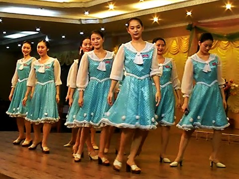 カンボジアの北朝鮮レストランに行ってみた / 素晴らしいダンスと料理は認めざるを得ない